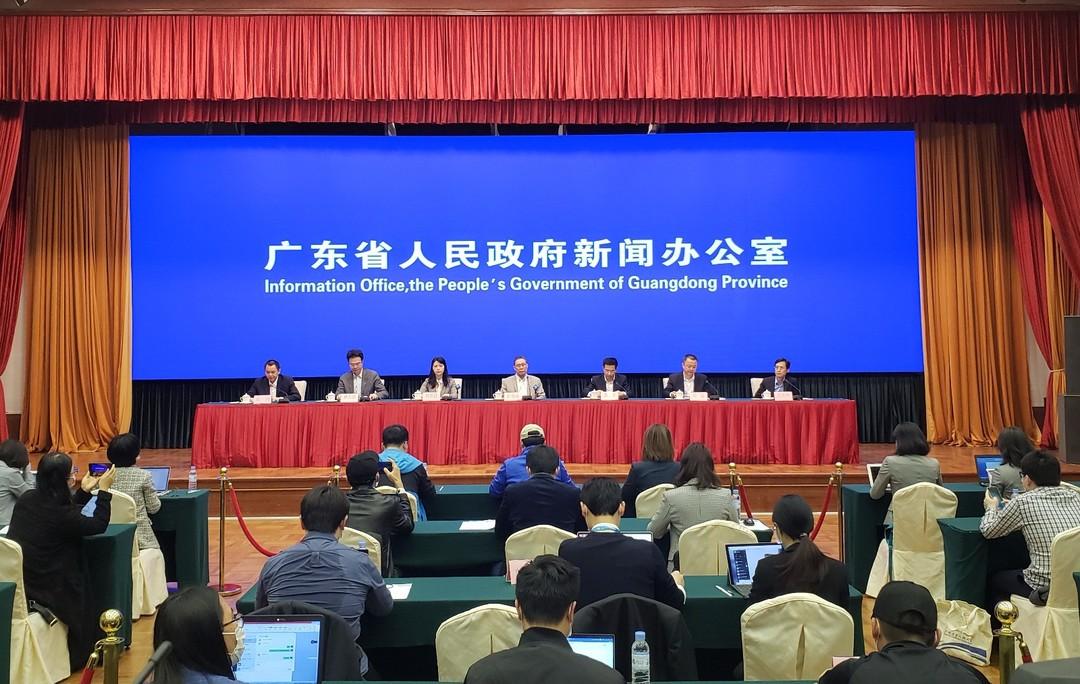 2、林天歆副院长(左二)新闻发布会现场.jpg