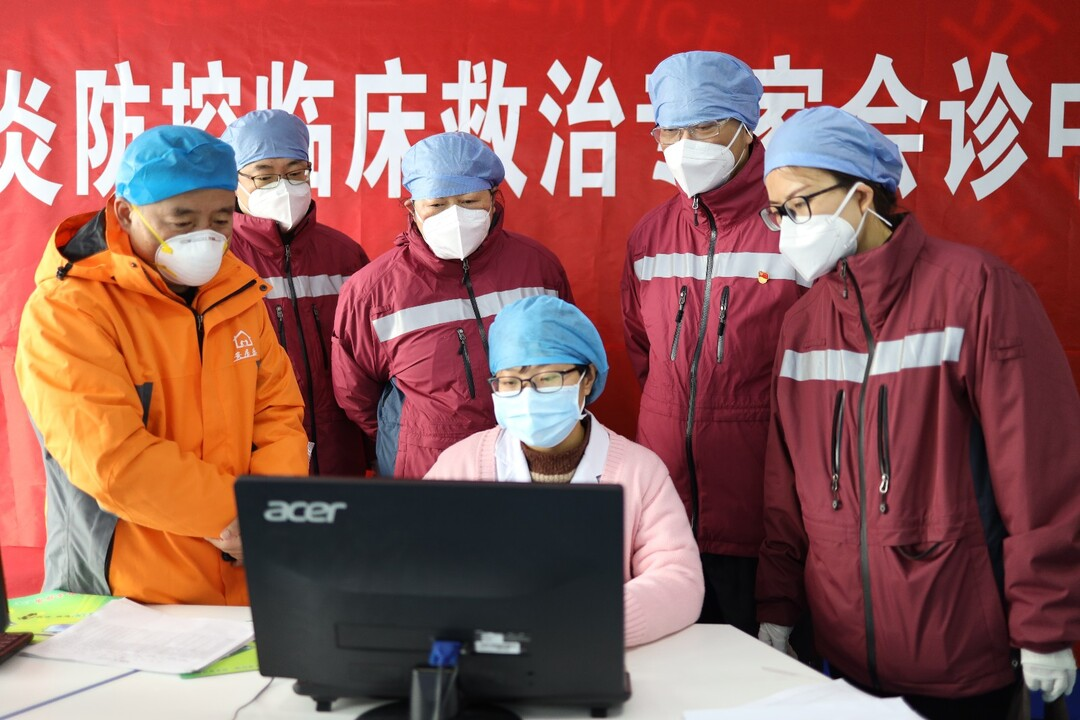 周琳 03:周琳在荆州市新冠肺炎重症救治中心(荆州市第一人民医院)参加危重症病例会诊.jpg