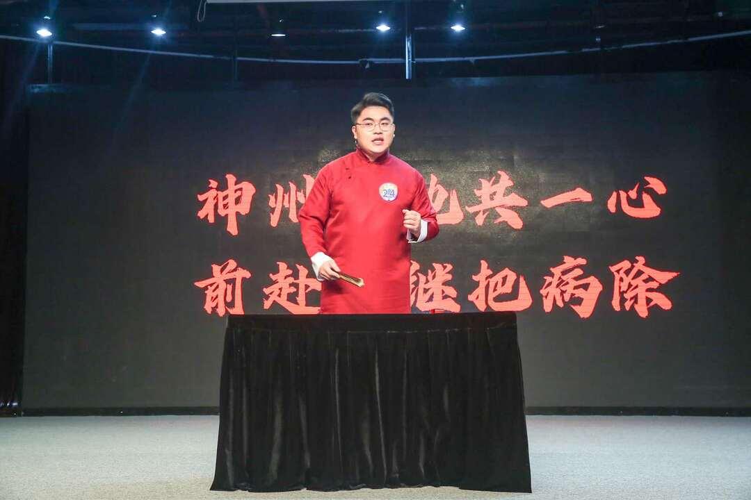 广州代表队选手符永浩用评书方式讲解大数据在科技战疫中的应用.jpg